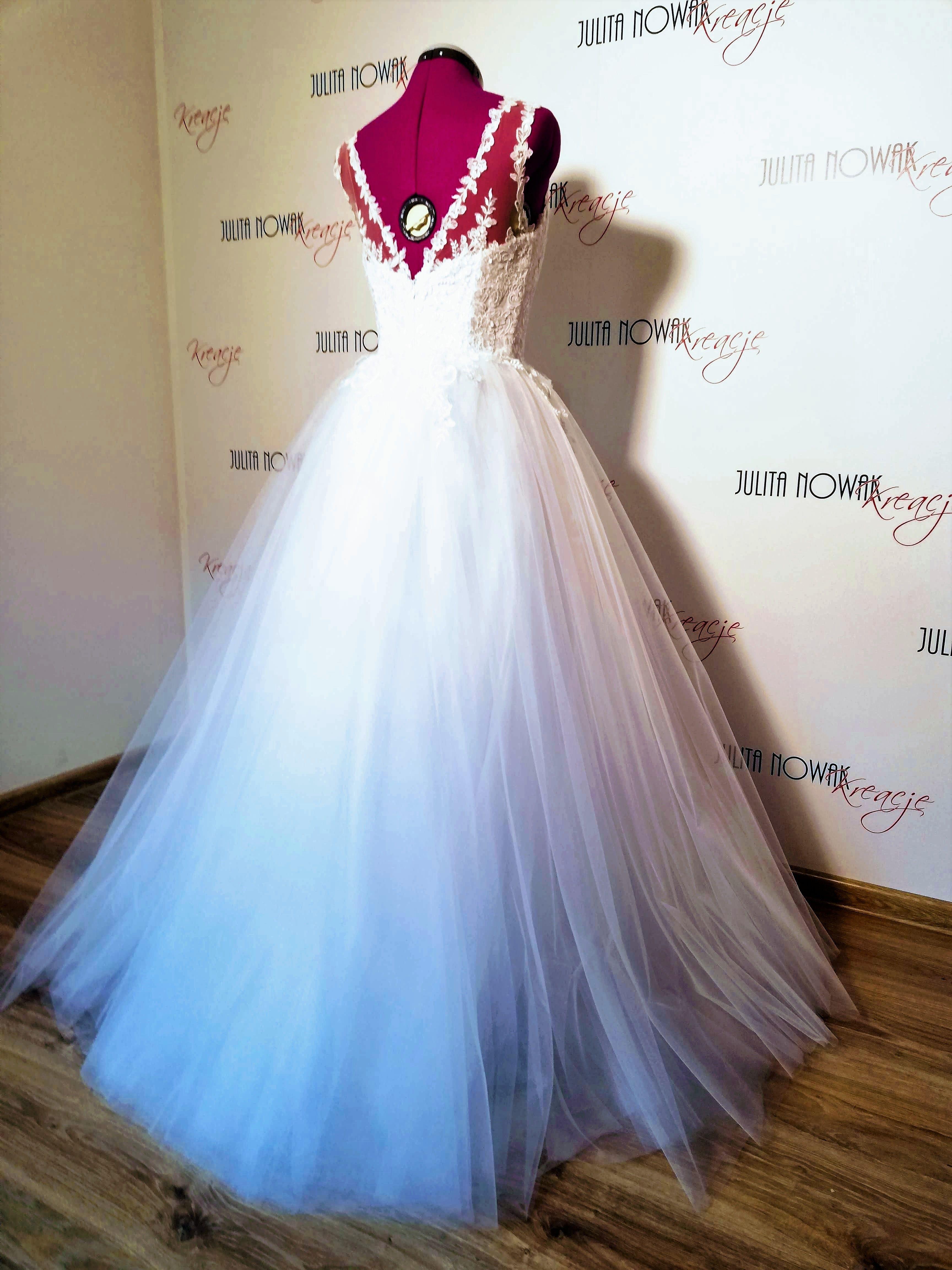 Pin By Julita Nowak On Kreacje Suknie Sukienki Flower Girl Dresses Dresses Girls Dresses