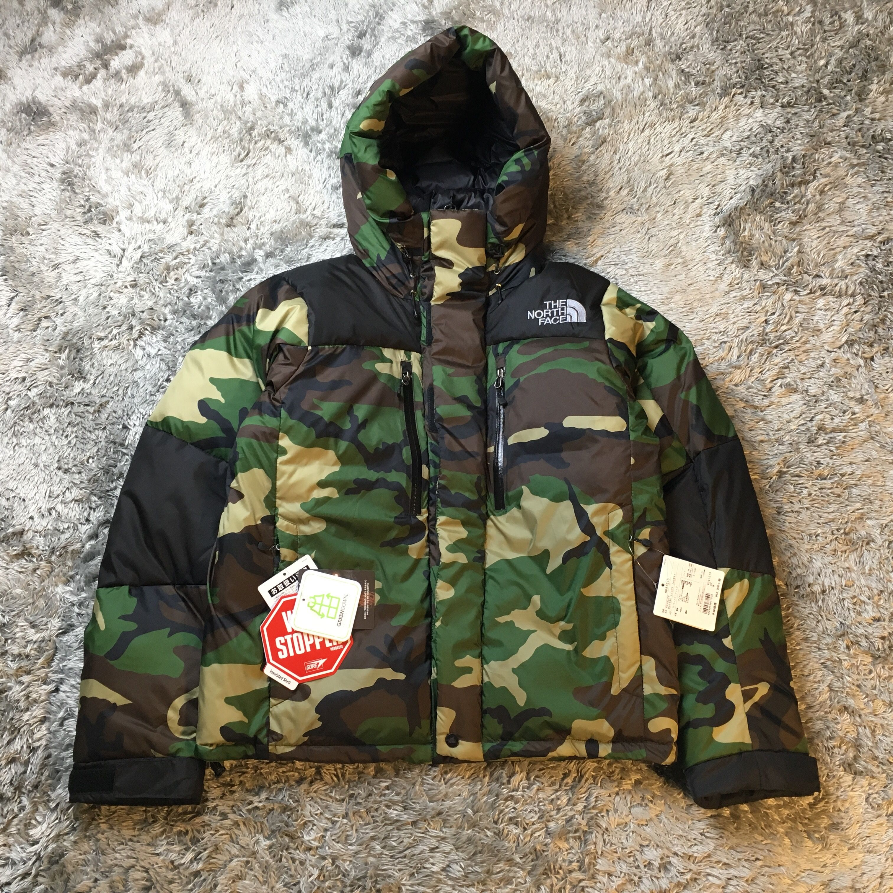 1f94e0dcc Pin by boopdocom on THE NORTH FACE in 2019 | Camo jacket, Light ...