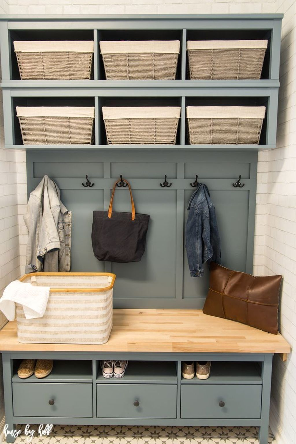 Cool 20 easy diy mudroom bench ideas for inspiration