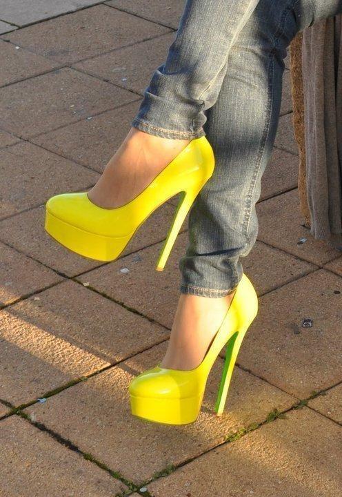 yellow heels with grey denim