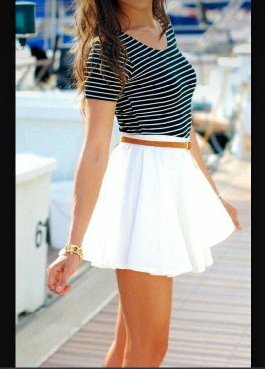 8610d313ab Camiseta rayas y falda bombacha blanca