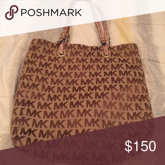 Authentic MK Purse In excellent condition comes from smoke free and pet free home Bags Shoulder Bags