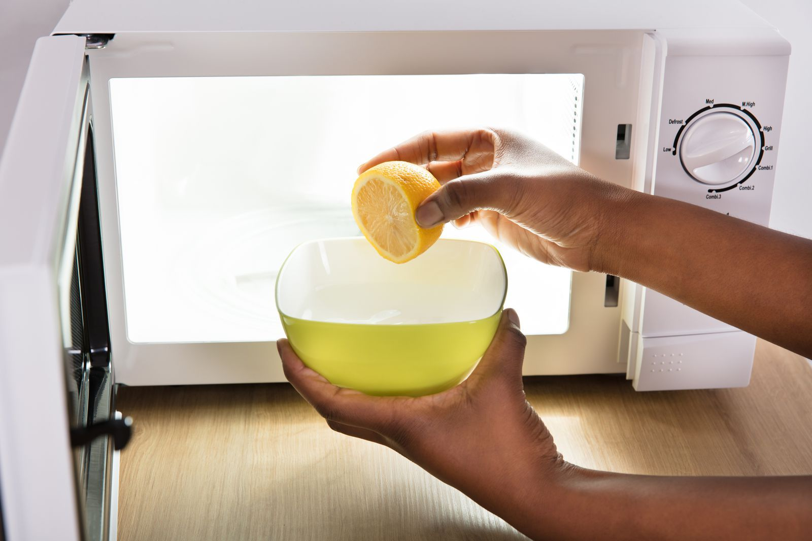 Turns Out All You Need To Clean Your Microwave Is One Lemon