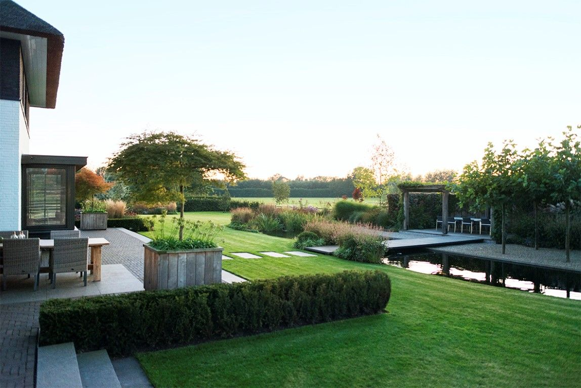 Landelijke tuin moderne tuin for Bestrating kleine tuin