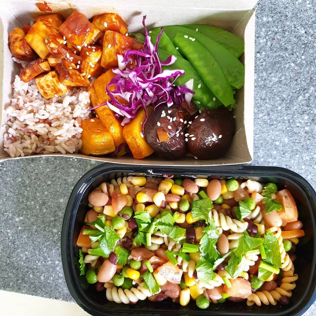 . 🍀 Sweet and Sour Tofu Rice Bowl 🍀 Baked Mushroom and Pumpkin 🍀 Steam Snow Peas with Carrot . . 🍀 Mexican Pasta Salad . . ☘️ Banana Oat Milk Smoothie . . .