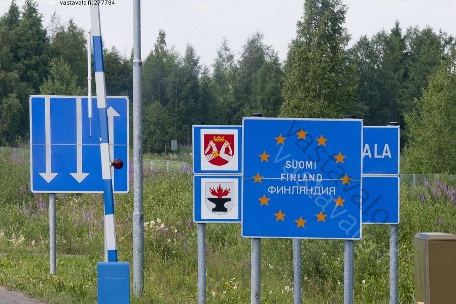 Suomen rajalla - Suomen raja Suomi kyltit opasteet raja-alue rajavyöhyke Karjalan vaakuna  kaistamerkit puomi EU-alue