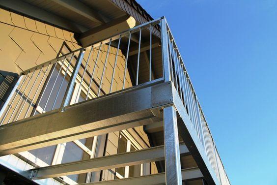 balkon und balkongel nder aus verzinktem stahl selbst f r geb ude lteren baujahres steht diese. Black Bedroom Furniture Sets. Home Design Ideas