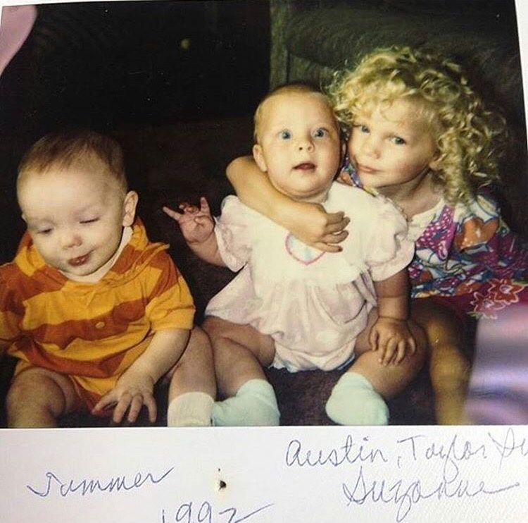 R L 1992 Taylor Swift With Sister Suzanne And Brother Austin Taylor Swift Childhood Taylor Swift Brother Taylor Swift