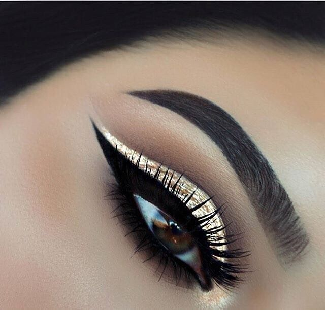 Gorgeous gold eye shadow with black eye liner
