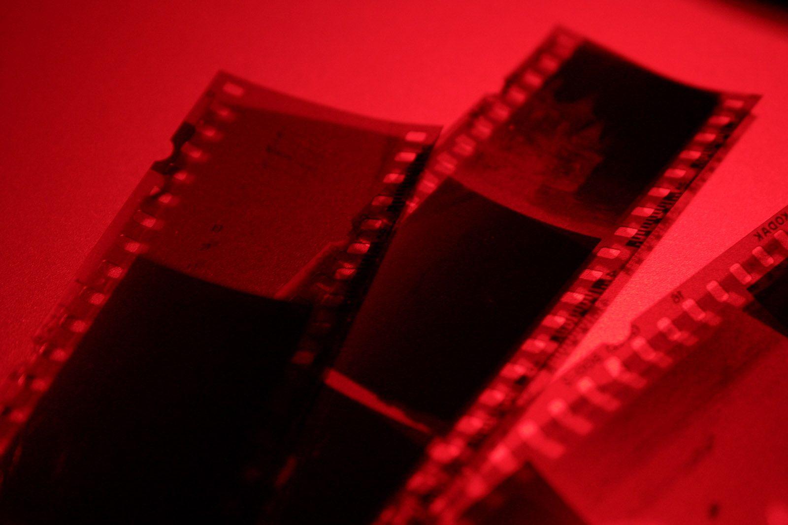 darkroom.jpg (1600×1067) Red aesthetic, Dark room