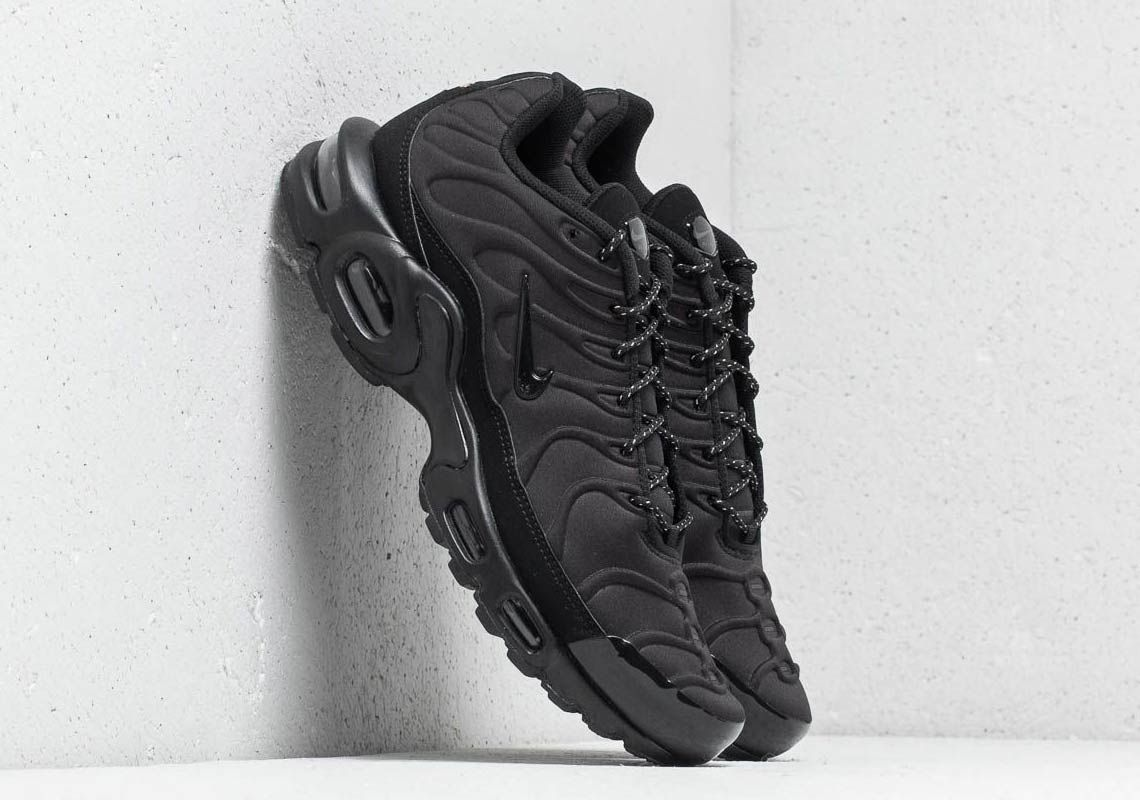 san francisco 39bb7 ce673 The Nike Air Max Plus SE Triple Black Features Molded Uppers