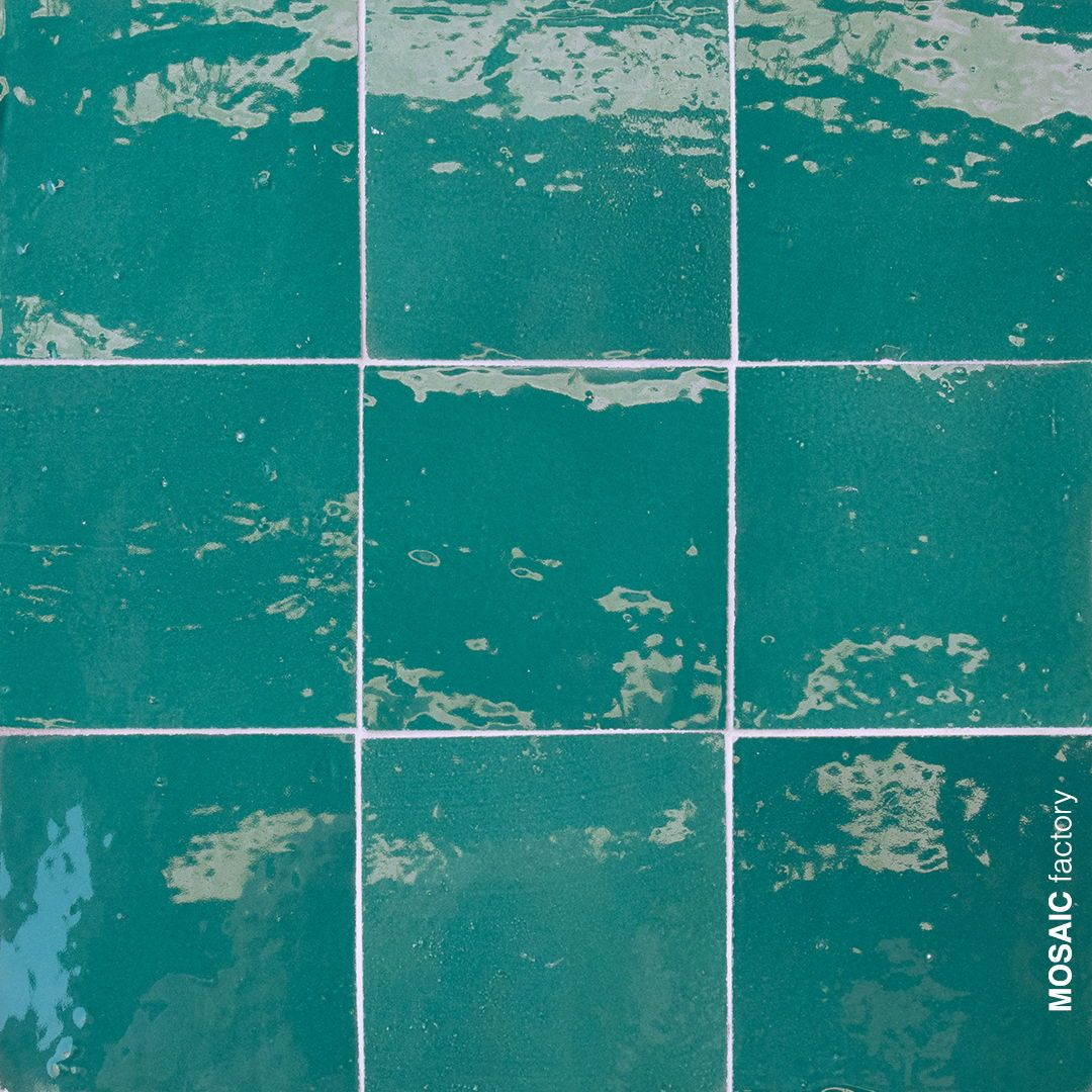 Azulejos Marroquies Turquesa Verde De Mosaic Del Sur Los Azulejos Esmaltados Zellige Son Perfectos Para Decorar Las Green Interior Design Kitchen Decor Mosaic