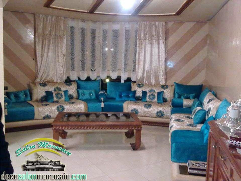 un salon marocain simple reflète une couleur bleue,un salon ...