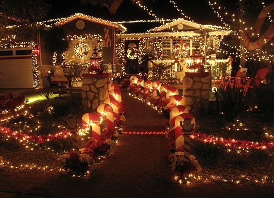 Best Christmas Lights And Awesomely Decorated Homes Around Los