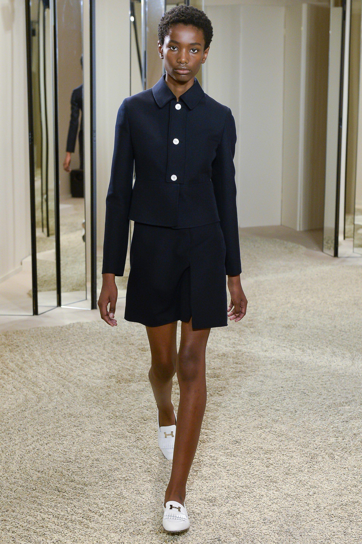 531e15a2 Hermès Resort 2018 Fashion Show | Things to Wear | Fashion, Fashion ...