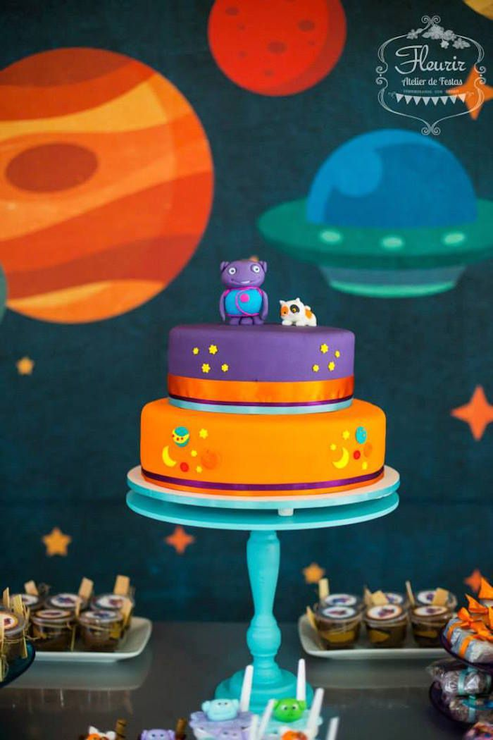 home inspired alien birthday party via karas party ideas the place for all things party