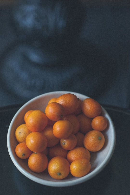 Beautiful austere kumquats in a bowl. Photo by Irvin Lin of Eat the Love. www.eatthelove.com