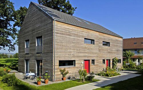 dasselbe doppelhaus von vorne ebenfalls im 2004 porch pinterest haus holzhaus und haus. Black Bedroom Furniture Sets. Home Design Ideas