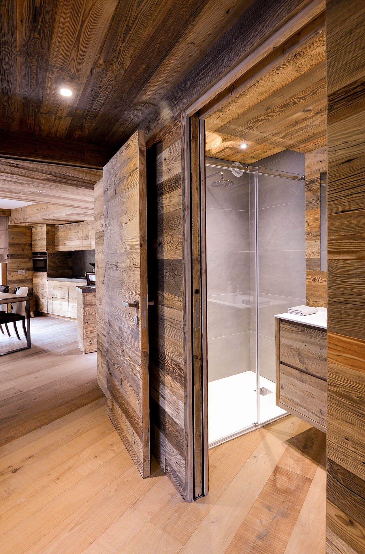 Casa funivia arte rovere antico styl chalet nel 2019 for Interni di case