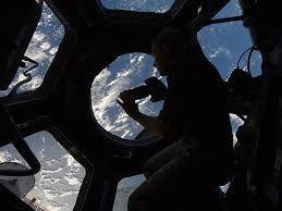 Resultado de imagen para international space station window