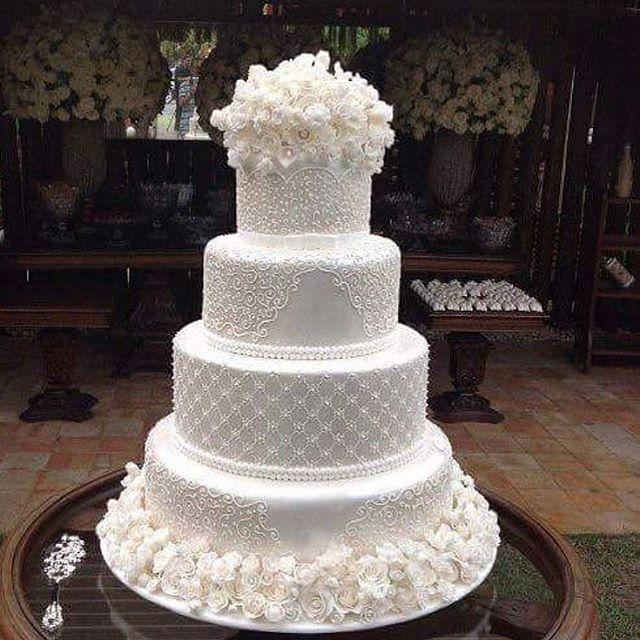 Sugestão de bolo de casamento  . #universodasnoivas #noiva #weddings #wedding #weddingday #weddingdress #casamento #casamentos #vestido #vestidos #noiva2017 #vestidodenoiva #make #makeup #maquiagem