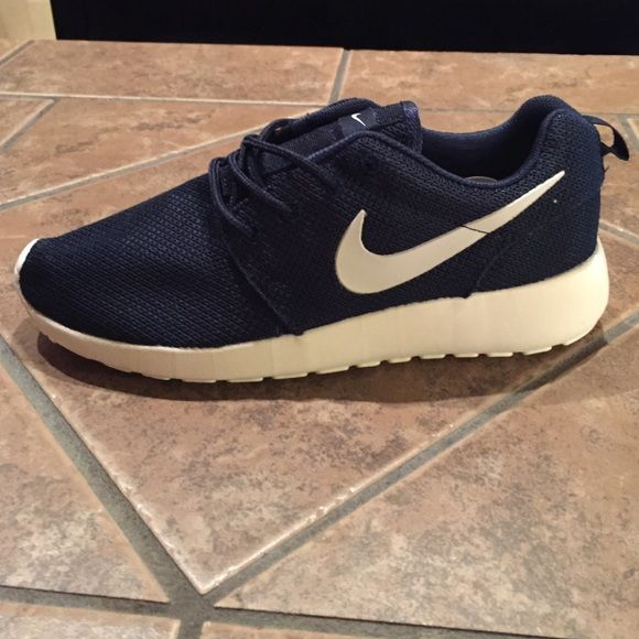 Women's Nike Roshe Run Shoes NEW! Brand new with tags, Women's Nike Roshe Run shoes. They are size 8. The colors are navy blue and white. They are super comfortable and well as very light in weight. If interested comment me or send me an offer, no trades please. Nike Shoes Athletic Shoes