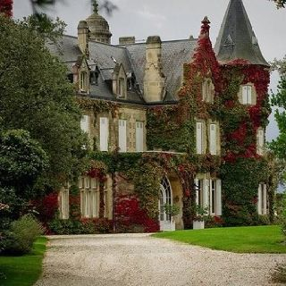 The Enchanted Cove #Victorian #mansion Micoley's picks for #VictorianHomes www.Micoley.com