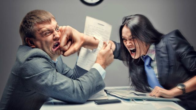 Cómo enfrentarse a la gente tóxica y abusona de la oficina. Son esas personas que parecen tener una nube de negatividad sobre su cabeza, o aquellas a las que les causa satisfacción causar problemas o enojar a los demás. ¿Cómo evitar que nos contaminen?