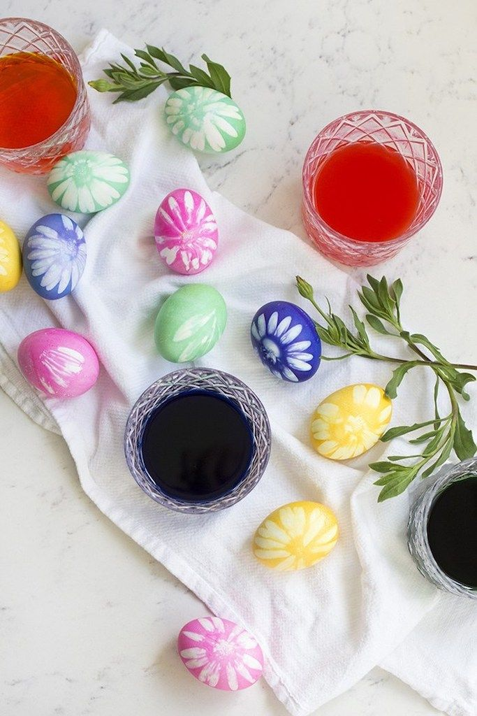 DIY floral Easter egg decorating ideas: relief print flower eggs at Freutcake