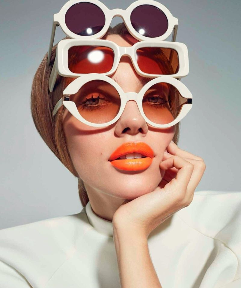 Tanya Kizko takes the spotlight for Harper's Bazaar Mexico's March 2020 issue. Photographed by Pedro Beraldo, the blonde model channels 1960's trends with this beauty editorial.