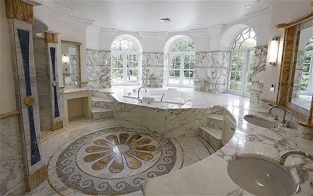 5 ventanales, nada más y nada menos, son los que tiene este baño de ...