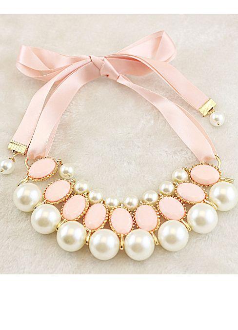 Cream-colored ribbon pearl necklace