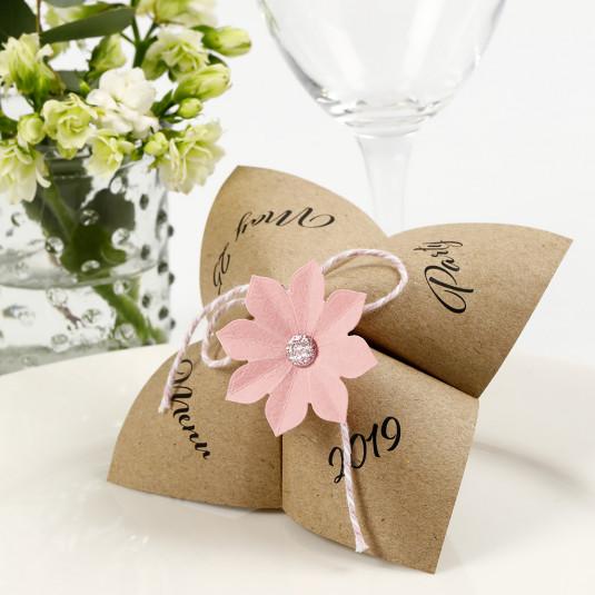 Flip-flapper menukort med udstanset blomst |DIY vejledning