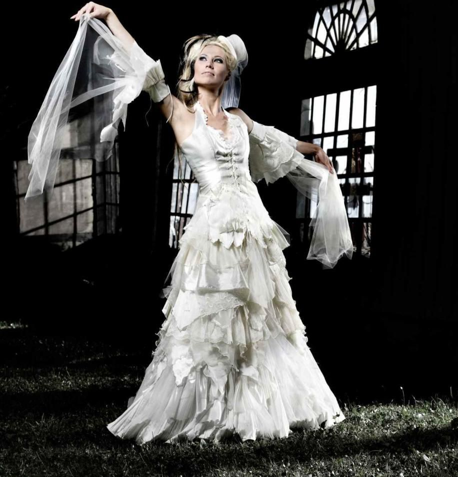 Schwarze Brautkleider, farbige Brautmode und ausgefallene Abendmode ...
