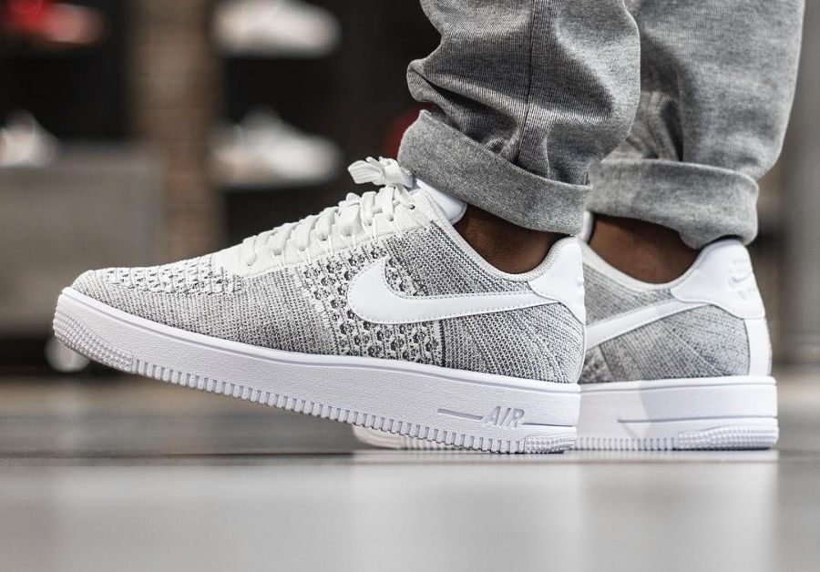 free shipping 4ccbc bbadc Découvrez en images la Nike Air Force 1 Low Ultra Flyknit Cool Grey, une  basket basse à lempeigne tissée grise (printemps 2017).