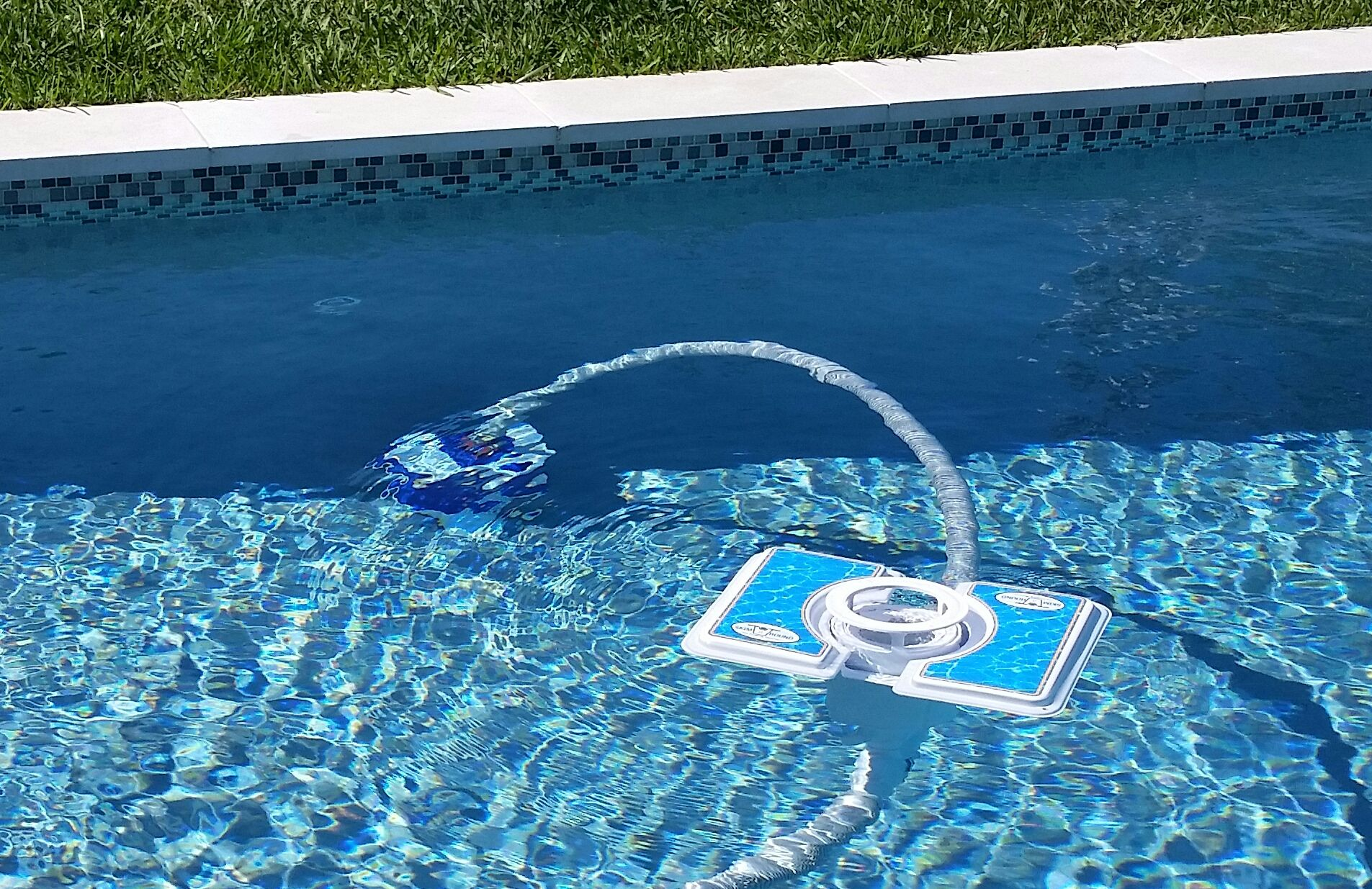 A Moving Pool Skimmer Attach The Skim A Round Moving Pool Skimmer To Your Existing Pool Vacuum And Watch It Move Around Th Pool Skimmer Diy Pool Pool Vacuum