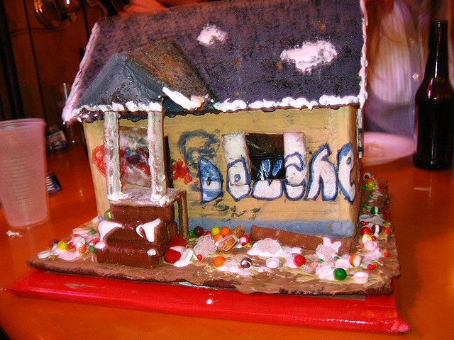 Nice Gingerbread Crack House... Lets See You Do This In Your Class!