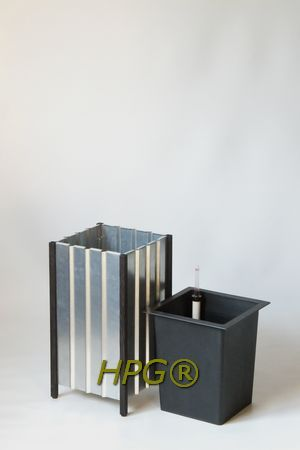 Garden innovations from Holland.  Zinc planters with a inside planter with self watering system, A new way of planting plants in gardens, on balconies and terraces . by Hivy Pillar Greenfashion.  www.hivypillar.nl