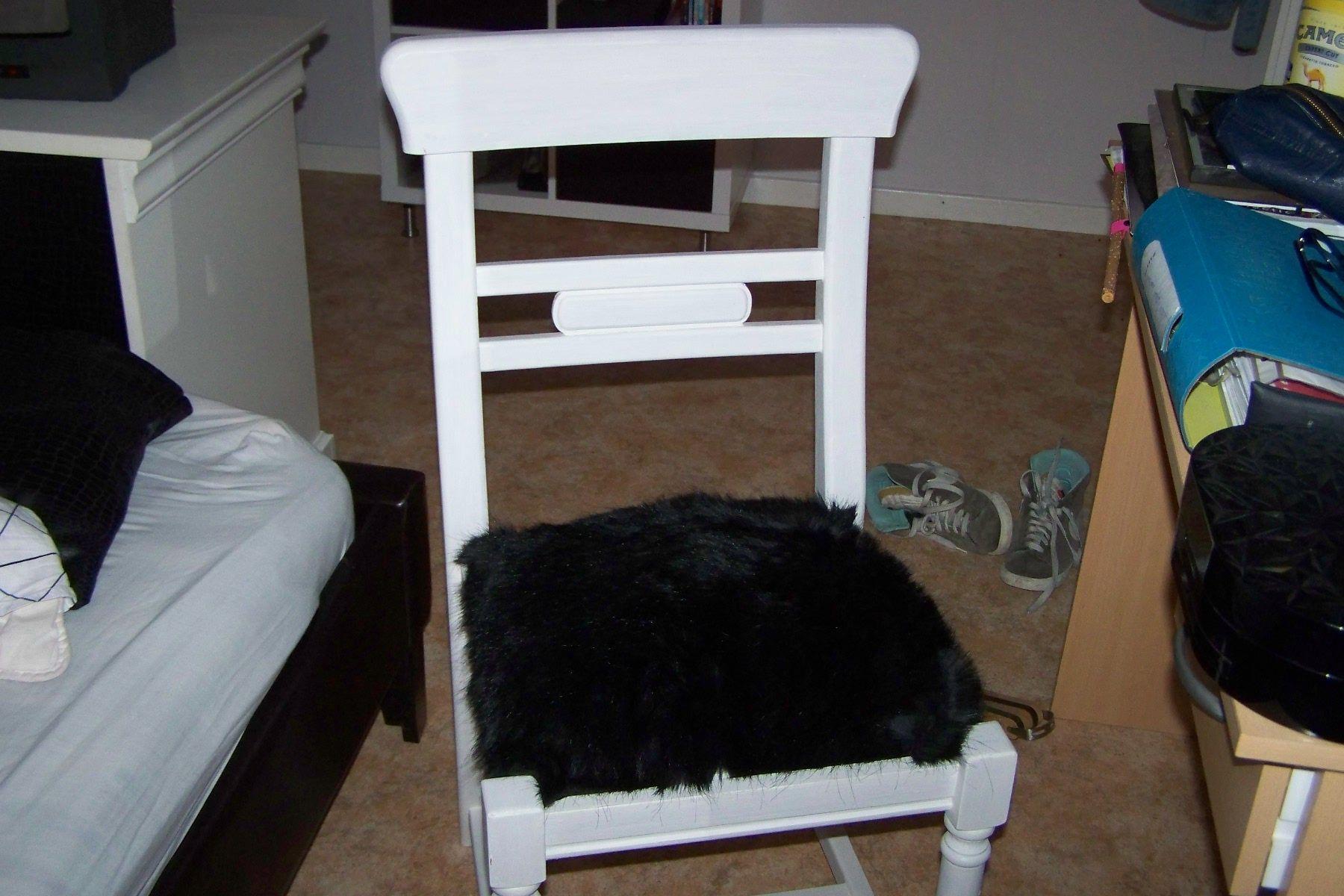 chaise en paille relookee peinture