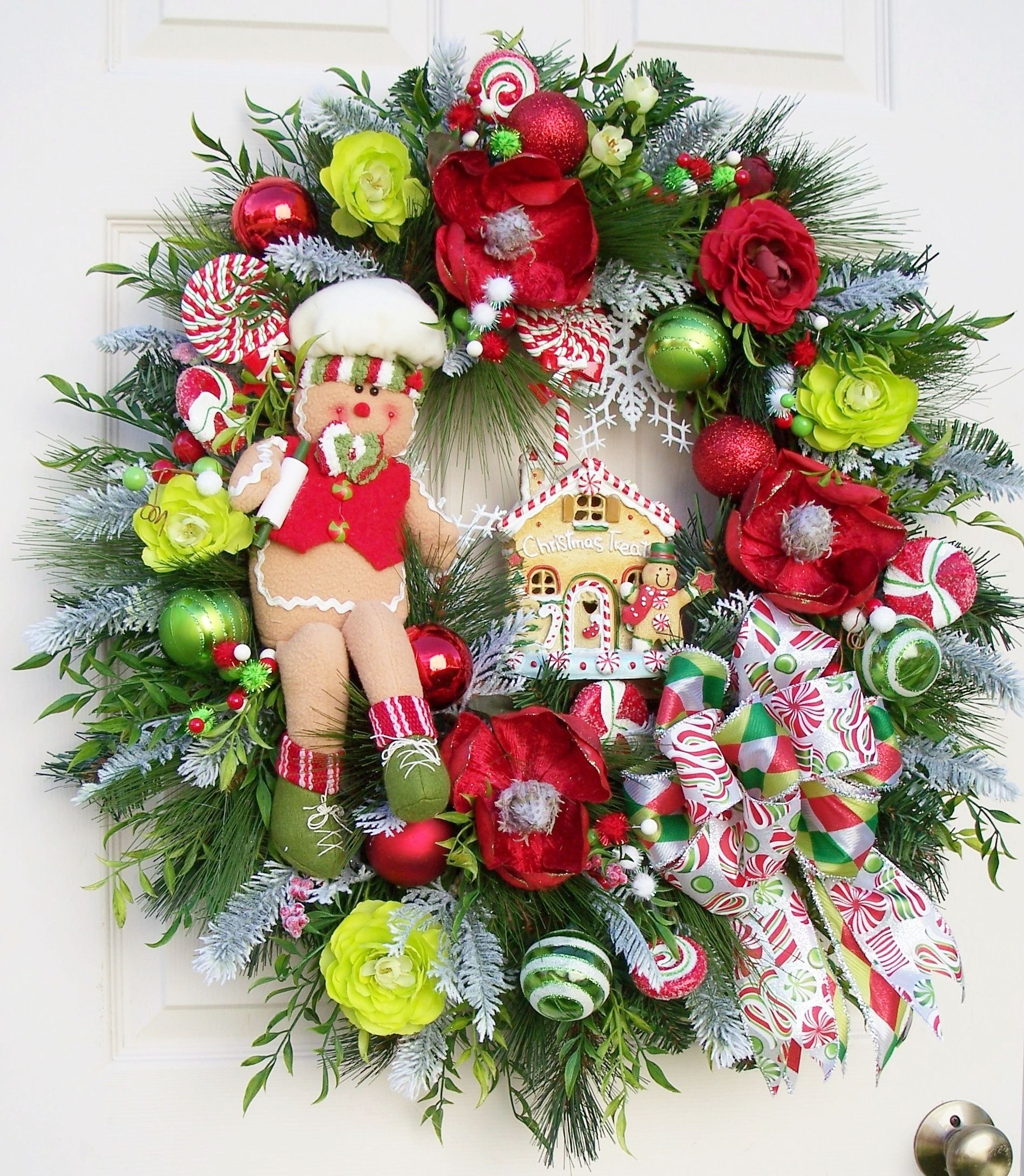 Christmas wreath--gingerbread house. http://www.timelessfloralcreations.com/