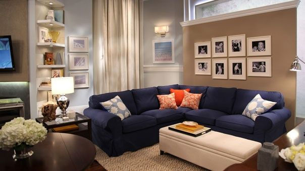 Navy Blue Couch In Beach House Navy Blue Couch Taupe Walls Home Inspiration Home Blue Sofa Living Family Room Makeover