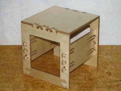 CNC-Hocker - zerlegbare Holzverbindung gefertigt auf einer ...