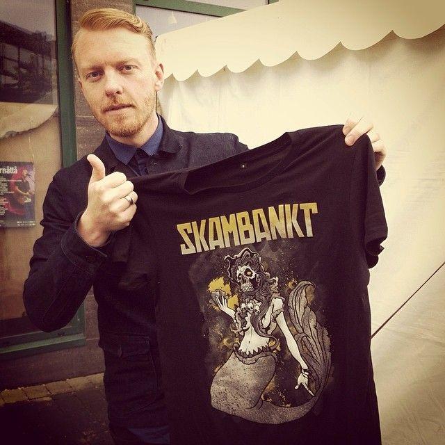 Skambankt + #KillerBrigade = Sant! Designet av #AlexTillbrook. Fås kjøpt på #Jærnåttå2014 i kveld.    -Jeg har lyst på den tskjorta!