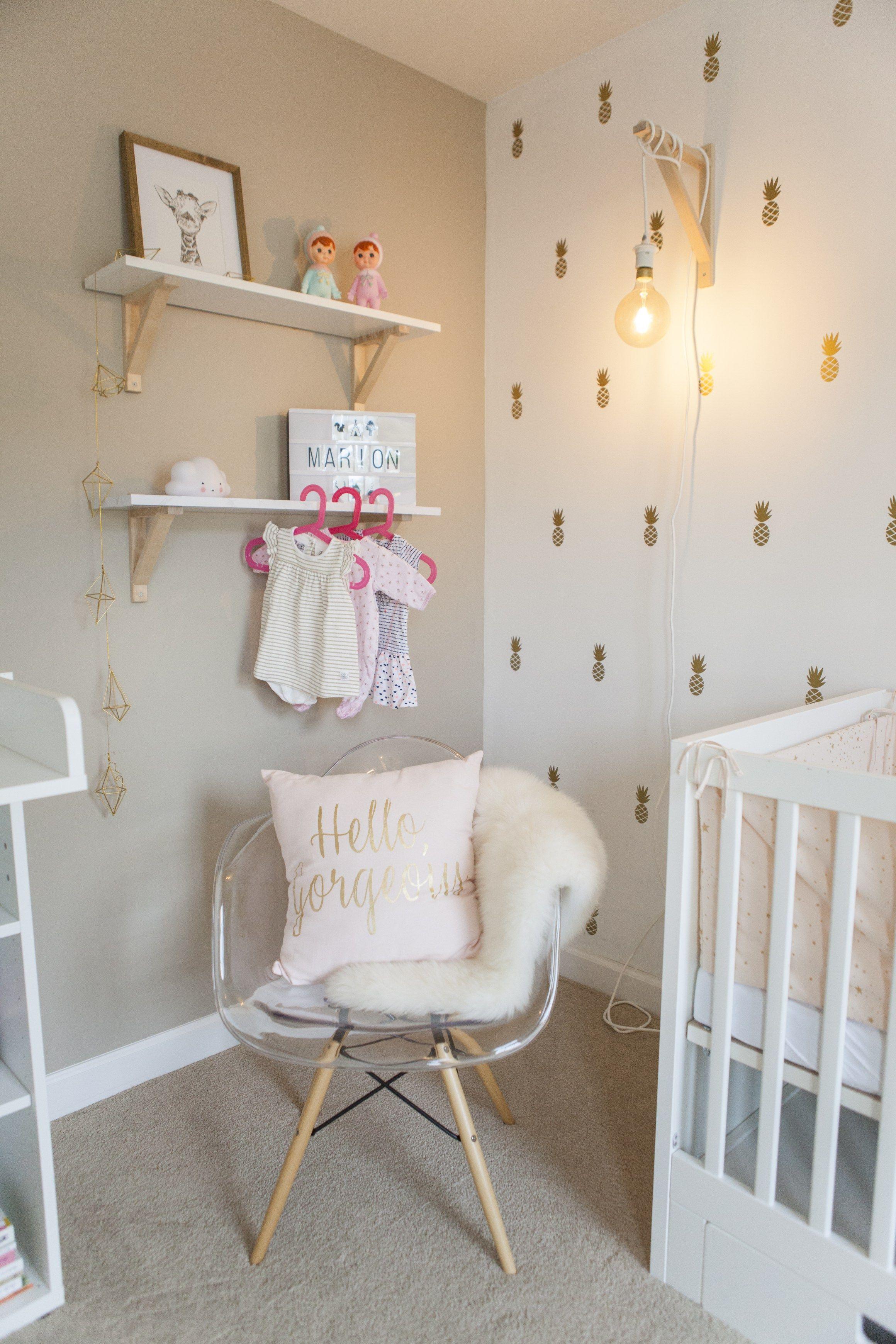Réalisation: chambre poétique dorée et rose poudré de bébé Marion