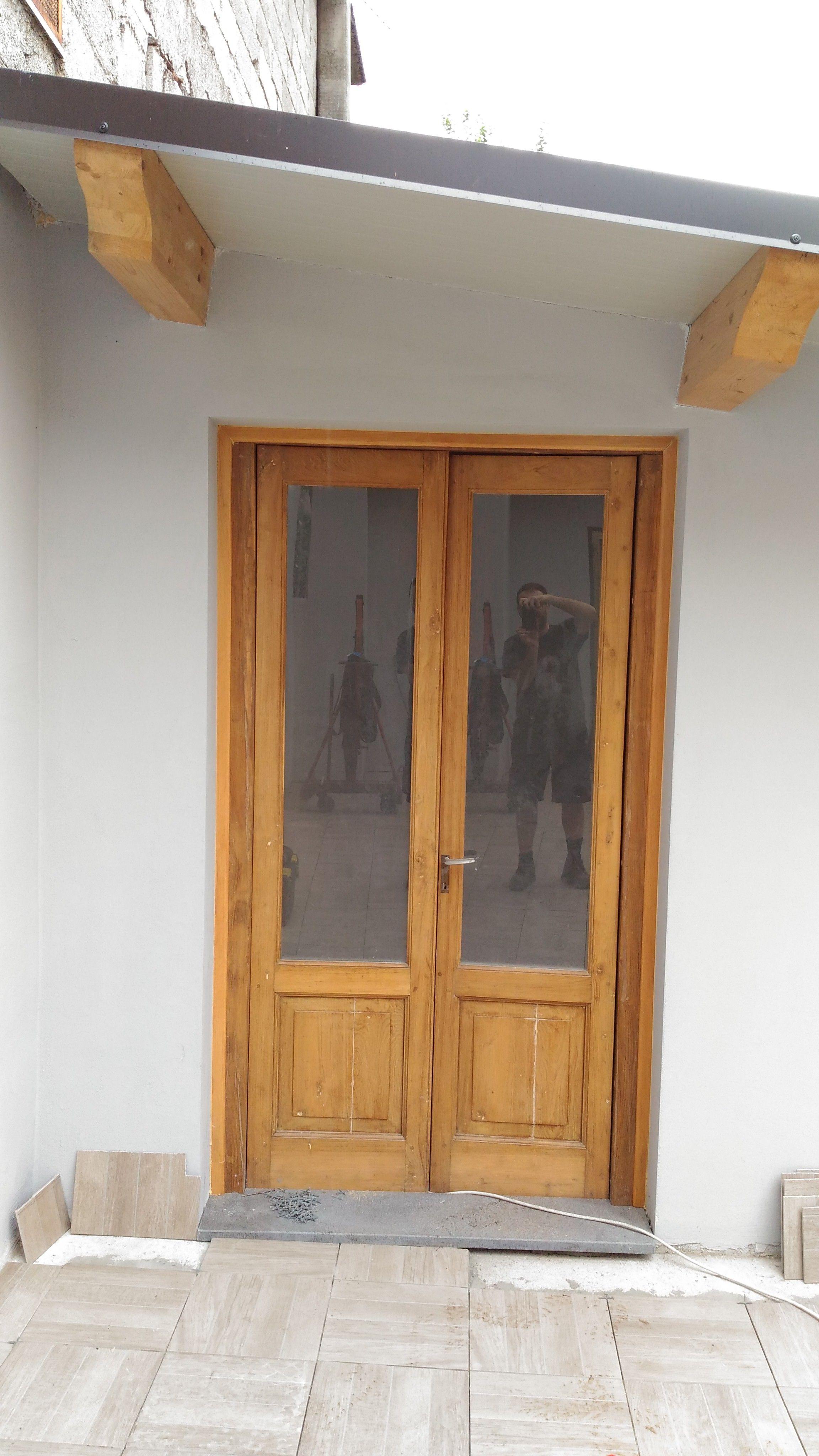Come Restaurare Una Porta Di Legno.Ristrutturazione Di Un Infisso Ed Una Porta In Legno Di Castagno