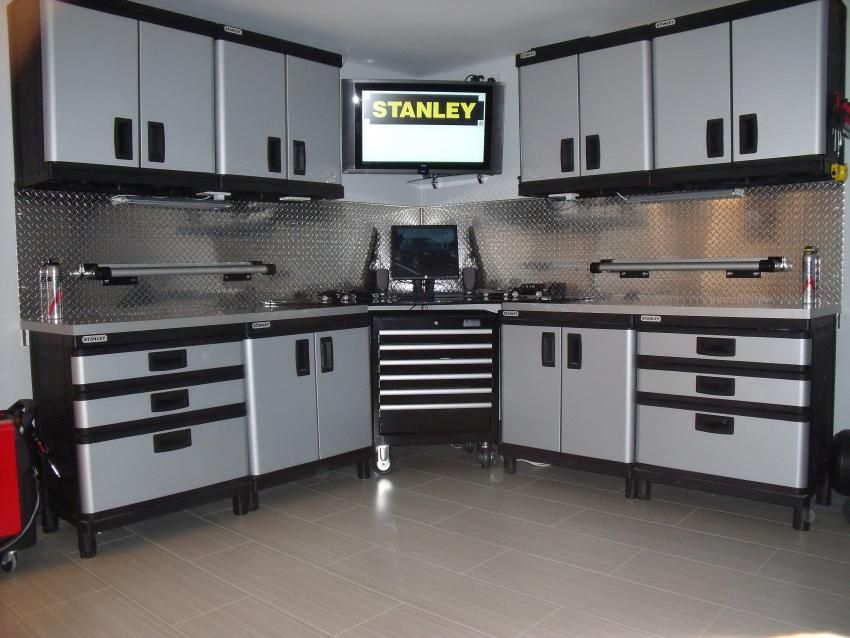 Photo of My new garage workshop complete with new STANLEY CABINETS.. – The Garage Journal…