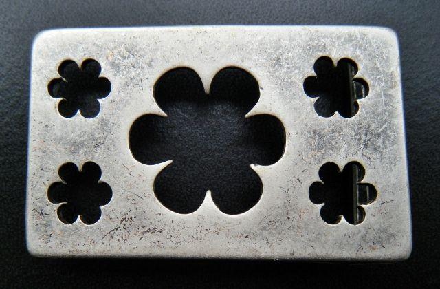 Cut-Off Daisy Flower Floral Western Style Belt Buckles #flowewr #cutoffflower #flowerbuckle #flowerbeltbuckle #beltbuckles #buckle