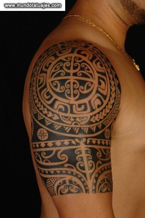 Tatuaje maori en hombro y brazo Mas tatuajes en httptattoo