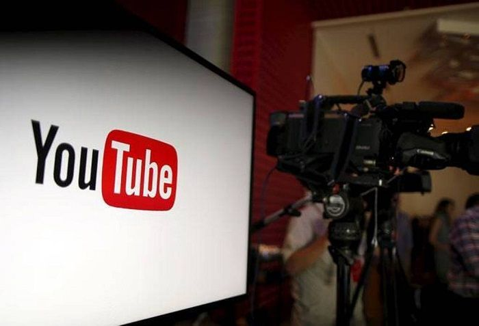 YouTube launches mobile live streaming | Recently, most social media platforms, including Facebook, Twitter and even Instagram, rolled out or updated their live video feature. And now, YouTube ,too, is making it simpler to go live on its platform by offering the feature to the followers directly on their mobile phones.   https://goo.gl/Bz4L3M