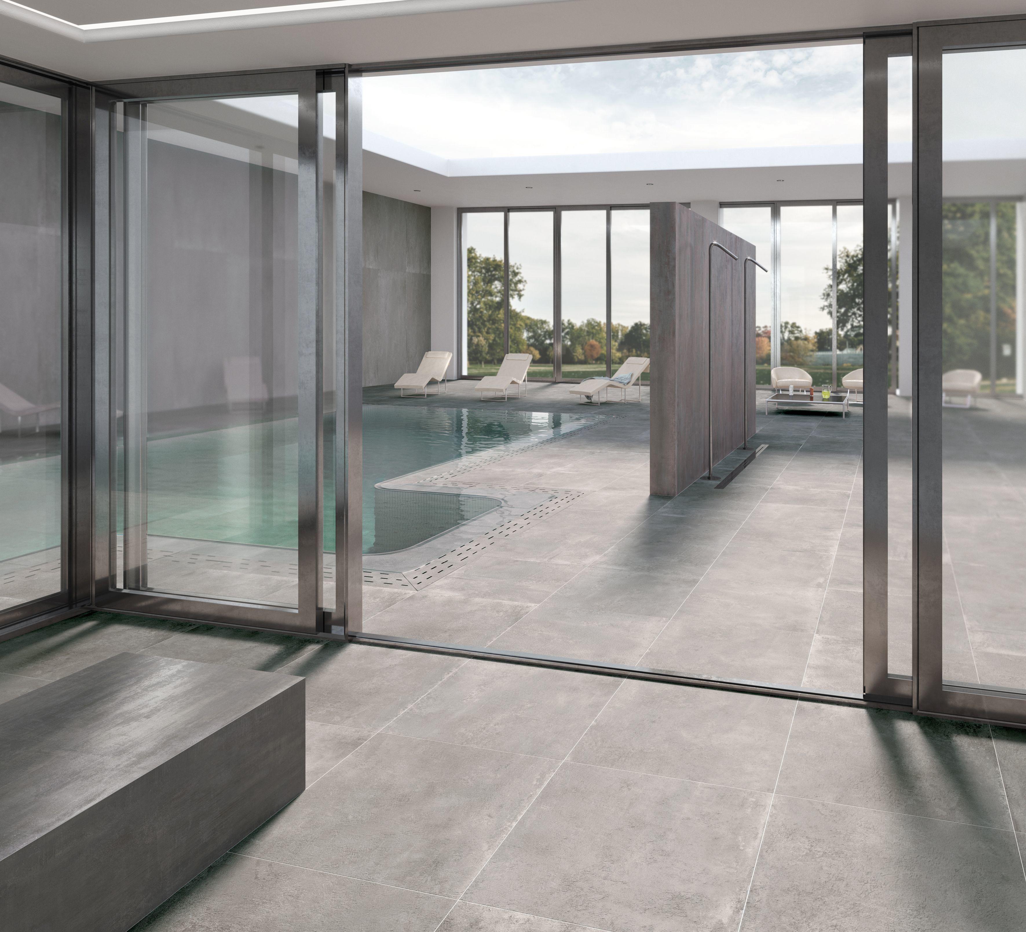 Somptueuse Et Elegante Piscine Exterieure Style Contemporain Et Couleurs Grises Le Metal Et Le Ciment Carrelage Interieur Carrelage Terrasse Carrelage